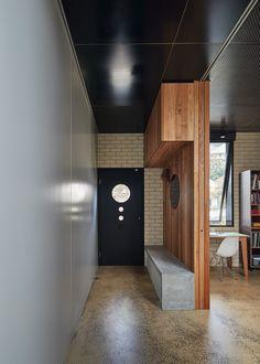Szürke, fekete-fehér a modern dekoráció és a homlokzat számára Melbourne Architecture, Architecture Photo, House Architecture, Architectural Materials, Journal Du Design, Dark House, Bali, Green Curtains, Ground Floor Plan