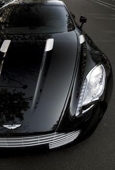 Perfect #black #Aston #Martin!