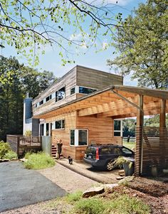 Modern carport: A wooden carport serves as an elegant gateway to a prefabricated lake house in New Jersey designed by Resolution: 4 Architecture. Modular Homes, Prefab Homes, Prefab Garages, Architecture Design, Container Architecture, Sustainable Architecture, Future House, My House, Carport Modern