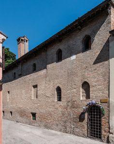 "The most remarkable of the residences of Da Polenta family (the so-called ""house of Francesca"") is located in Via Zagarelli alle Mura. This family had supremacy in Ravenna from 1275, when Guido Minore da Polenta, Francesca's father, the protagonist of the V canto of the Inferno, expelled from the city his political opponents: ""Siede la terra dove nata fui su la marina dove 'l Po discende per aver pace co' seguaci sui.""  (Inf. V, 97-99)  [ #ravenna #myRavenna #dante]"