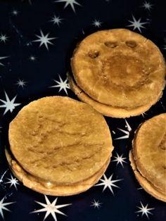Bezlepkové cukroví pro psy plněné arašídovým máslem. Vánoční cukroví po kterém se budou za ušima oblizovat Pie, Desserts, Food, Torte, Tailgate Desserts, Cake, Deserts, Fruit Cakes, Essen