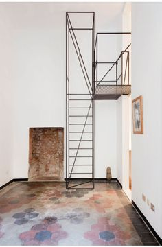 """amazing metal stairs design in house """"C"""" of the Architects Italians Francesco Librizzi and Matilde Cassani Staircase Metal, Stairs And Staircase, Staircase Makeover, Staircase Design, Staircase Ideas, Staircases, Stair Decor, Modern Stairs, Minimalist Interior"""