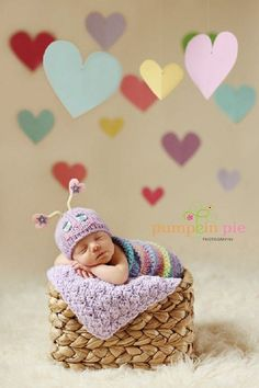 Image of Sweet Love Bug. Hearts of Madison Event Center would like to take some cute pictures like this with our huge costume collection. Does anyone want to make a cute baby/children costume calendar with me? Foto Newborn, Newborn Poses, Newborn Baby Photography, Children Photography, Newborns, Photography Props, Baby Kostüm, Baby Love, Baby Kids