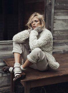 Anja Rubik Gets Cozy in Autumn Knitwear Looks for Vogue Paris by Lachlan Bailey Anja Rubik, Fashion Shoot, Look Fashion, Editorial Fashion, Winter Fashion, Fashion Mode, Paris Fashion, Vogue Paris, Pelo Editorial