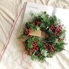 【受注制作】常緑樹と赤い実のクリスマスリース|フラワー・リース|primadecor|ハンドメイド通販・販売のCreema