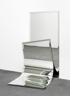'Ungeklärte Zustände by Alicja Kwade, 2012 Contemporary Sculpture, Contemporary Art, Modern Art, Instalation Art, Bokashi, What's Your Style, Mirror Art, Art Object, Conceptual Art