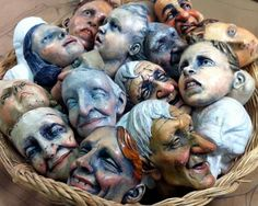 A basket of marionette heads (Photo from the Ronnie Burkett Theatre of Marionettes FB page.) could use dolls,too. Mascara Papel Mache, Clay Faces, 3d Figures, Marionette, Modelos 3d, Paperclay, Creepy Dolls, Sculpture Clay, Polymer Clay Art
