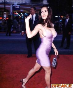 Salma Hayek Style, Salma Hayek Body, Salma Hayek Bikini, Selma Hayek, Hottest Female Celebrities, Beautiful Celebrities, Salma Hayek Pictures, All Jeans, Jolie Photo