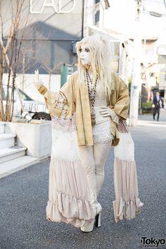 "tokyo-fashion: ""Japanese shironuri artist Minori on the street in Harajuku wearing handmade and vintage fashion including a gold kimono jacket, tassel necklace, and corset. Full Look "" Japanese Street Fashion, Tokyo Fashion, Harajuku Fashion, Asian Fashion, Girl Fashion, Fashion Outfits, Fashion Design, Fashion 2015, Cute Costumes"