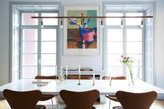 Dining table - Arne Jacobsen chairs - Sjuan - Örjsö belysning lamp - ESNY