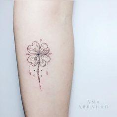 © Ana Abrahão (@abrahaoana) on Instagram: S O R T E. E. A M O R. #tatuagensfofas #anaabrahao #ink #astattooistas #inspiration #fineline #lucky #sorte #amor #trevo #delicada #brasilia #art #design
