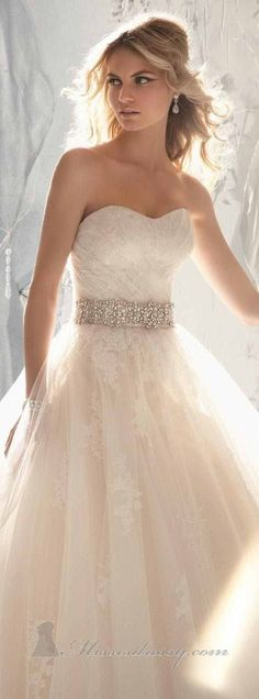 Wedding dress - the most interesting images, videos, and facts