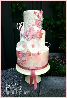 Sweet Pastel Made this Dummy cake today.All decorations are made of Wafer Paper.I love working with it, so many possibilities! Gorgeous Cakes, Pretty Cakes, Cute Cakes, Fancy Cakes, Amazing Wedding Cakes, Amazing Cakes, Dummy Cake, Pastel Cakes, Wafer Paper Cake