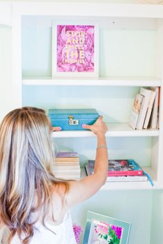 How To: Style Shelves