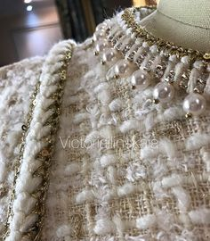 Chanel Jacket Trims, Chanel Style Jacket, Chanel Runway, Chanel Couture, Chanel Wallpapers, Boucle Jacket, Tweed Jacket, Coco Chanel Fashion, Fabric Yarn