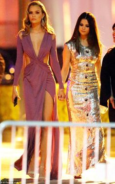 That's handy: Selena Gomez clinchedJosephine Skriver's mitt at the Vanity Fair Oscars par...