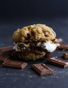 S'mores Recipes That'd Make Any Marshmallow Proud — HuffPost Icebox Cake Recipes, Layer Cake Recipes, Cupcake Recipes, Chocolate Chip Cookie Cake, Chocolate Chip Oatmeal, Graham Cracker Cookies, Graham Crackers, Graham Cake, Smores Cake