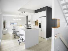 Diseño de cocina moderna en blanco y negro