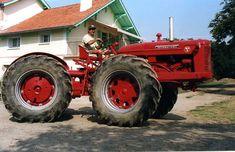 Old John Deere Tractors, Case Ih Tractors, Farmall Tractors, Ford Tractors, Ford Trucks, International Tractors, International Harvester, Antique Tractors, Vintage Tractors