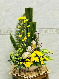 Tropical Flower Arrangements, Ikebana Flower Arrangement, Church Flower Arrangements, Tropical Flowers, Fresh Flowers, Altar Flowers, Church Flowers, Funeral Flowers, Floral Centerpieces