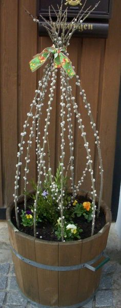 Decoration Entree, Diy Ostern, Flower Pots, Flowers, Flower Ideas, Deco Floral, Spring Is Coming, Holidays And Events, Easter Crafts