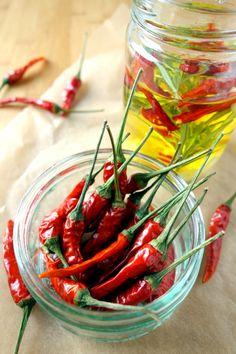 Chiliöl selber machen, mit Knoblauch & Rosmarin!