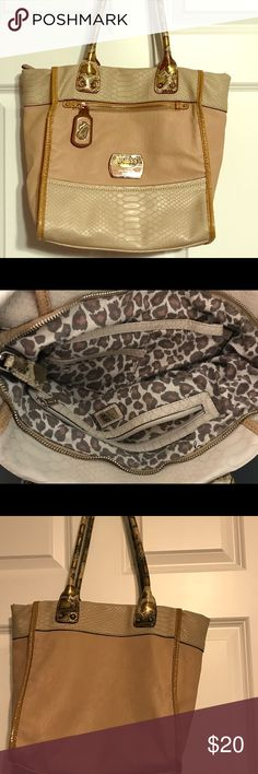Guess Purse Used, great condition. Guess Bags Satchels