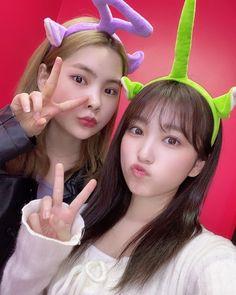 rina from Weki Meki and Nako from Iz*one Girls Together, One 7, Yu Jin, Marvel Entertainment, Extended Play, The Wiz, Japanese Girl, Kpop, Bias Wrecker