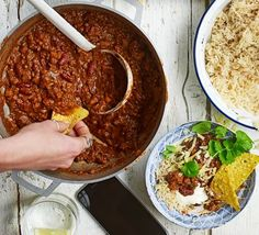 This warming aubergine chilli is low fat and 4 of your 5 a day. Serve up this smoky spiced supper with brown rice and all your favourite trimmings good food recipes Bbc Good Food Recipes, Vegetarian Recipes Dinner, Dinner Recipes, Cooking Recipes, Vegetarian Chilli Con Carne, Vegetarian Italian, Vegetarian Bake, Batch Cooking, Chilli Recipes