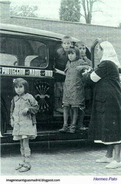 Niños recogidos en 1940 por Auxilio Social Fotografía Hermes Pato