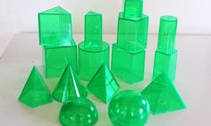 Przeźroczyste bryły geometryczne, otwierane - można sypać do środka kaszę, koraliki i porównywać objętości <3