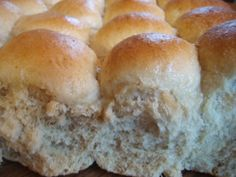 These Pull Apart Oat Rolls are SO easy to make. Just dump the ingredients in your bread machine on the dough cycle & then form into rolls and bake! They are soft and delicious! --------------------- replace wheat flour w/gf flour Bread Machine Recipes, Bread Recipes, Cooking Recipes, Cooking Tips, Homemade Rolls, Baked Rolls, Bread Bun, Yeast Bread, Dinner Rolls Recipe
