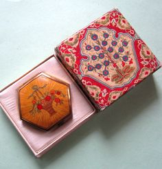 1920s Art Deco Houbigant compact, with original box. Pressed powder and rouge inside, still waiting for a flapper's face.
