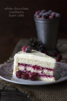 This low carb keto cranberry and white chocolate cake is perfect for all of your holiday gatherings. LCHF THM Grain-Free recipe. via @dreamaboutfood