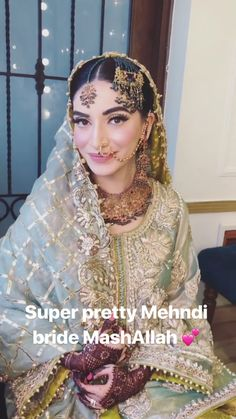 Pakistani Bridal Makeup Indian Style Ideas For 2019 Pakistani Bridal Makeup, Bridal Mehndi Dresses, Pakistani Wedding Outfits, Pakistani Wedding Dresses, Bridal Dupatta, Nikkah Dress, Shadi Dresses, Pakistani Jewelry, Bridal Bouquets