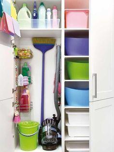Armario escobero para tener todo en orden Home Organisation, Laundry Room Organization, Laundry Room Design, Kitchen Design, Utility Closet, Cleaning Closet, Room Closet, Small Room Bedroom, Home Hacks