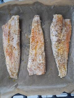Macrou cu piure de mazare si sos de lamaie | Foodieopedia Bread, Food, Meal, Essen, Hoods, Breads, Meals, Sandwich Loaf, Eten