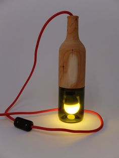 Effektleuchte aus Weinflaschenunterteil und Eibenholz Special light made from a piece of Yew and a Winebottle. Wooden Lamps Lightning Wood Holz Leuchten #woodturning #drechseln #hanau #woodart