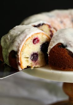 I made this Sour Cream Blueberry Bundt Cake over the weekend and couldn't wait to share the recipe! It's CRAZY moist, soft & loaded with fresh blueberries! Blueberry Bundt Cake Recipes, Pound Cake Recipes, Blueberry Donuts, Blueberry Cheesecake, Brownies Cupcake, Cupcake Cakes, Cake Cookies, Cupcakes, Baking Recipes