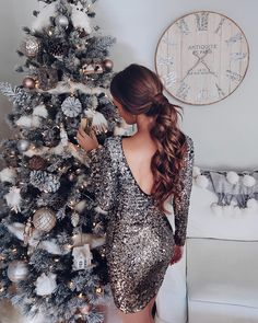 Final post of today is of stunning ❤️ showing off her beautiful Christmas tree🎄and amazing sequin dress💃🏽 Holiday Party Outfit, Holiday Party Dresses, Holiday Parties, Holiday Outfits Christmas Casual, Holiday Outfits Women, Christmas Fashion, Nye Dress, Sequin Dress, Outfits Fiesta