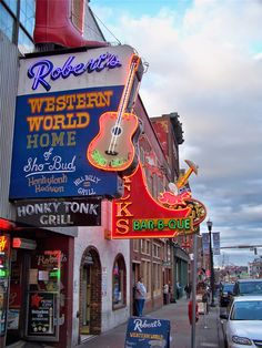 Thrift and Shout: My Guide to Exploring Nashville in 3 Days; Roberts Western World