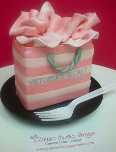 Victoria's Secret Designer Shopping Bag Cake for party Crazy Cakes, Fancy Cakes, Mini Cakes, Girly Cakes, Pretty Cakes, Beautiful Cakes, Amazing Cakes, Unique Cakes, Creative Cakes