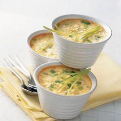 Petits flans de poireau  INGRÉDIENTS  200 g de blancs de poireau 40 cl de lait écrémé 3 oeufs 1 cuillère à  café d'huile noix de muscade râpée sel poivre du moulin