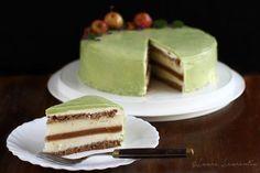 Tort cu mere și nucă, jeleu de caramel sărat cu scorțișoară și o glazură de culoarea merelor verzi Am pus multă dragoste în acest tort cu mere și nucă. L-am... Food Cakes, Cupcake Cakes, Cupcakes, Sweets Recipes, Cake Recipes, Desserts, Mousse, Romanian Food, Cake Shop