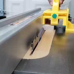Woodworking Joints, Woodworking Workbench, Woodworking Techniques, Woodworking Shop, Popular Woodworking, Box Joint Jig, Box Joints, Wood Shop Projects, Diy Wood Projects