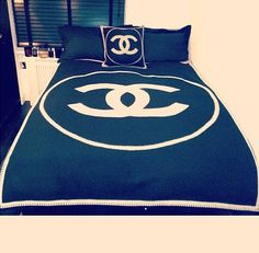 Chanel bed, decor style