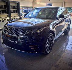 209 вподобань, 2 коментарів – Stratstone UK (@stratstoneuk) в Instagram: «Black on black. New Range Rover Velar. #rangerover #landrover #rangerovervelar #landroveruk #velar…»