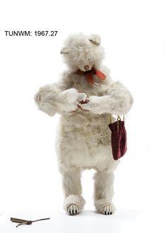 https://flic.kr/p/BSBqiG   'Missy Foot' knitting cat   Mechanical, wind-up toy. 1880.  © Tunbridge Wells Museum & Art Gallery