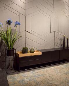 חיפוי קירות תלת ממד לסלון 3d Wall Decor, Wall Decor Design, Unique Wall Decor, Wall Decorations, Wall Art, Diy Wall, Wall Panel Design, Wall Tiles Design, Decorative Wall Panels