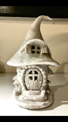 Paper clay and soda bottle fairy house Papier Ton und Soda Flasche Fee Haus Clay Fairy House, Fairy Garden Houses, Gnome House, Clay Houses, Ceramic Houses, Miniature Houses, Polymer Clay Fairy, Polymer Clay Crafts, Felt Crafts
